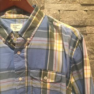 Old Navy casual button down shirt.  Size XXL.